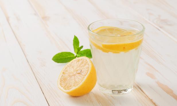Água com limão: os benefícios