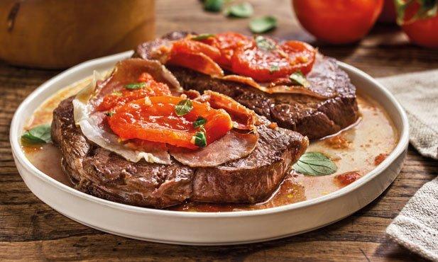 Bifinhos com tomate e presunto