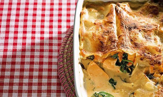 Lasanha de salmão com espinafres