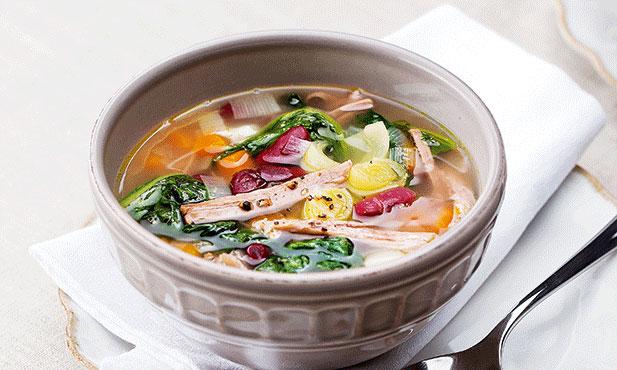 Sopa rica de feijão e carne