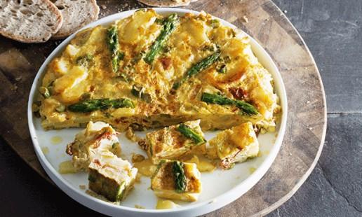 Tortilha de batata com espargos verdes
