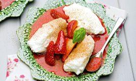 Farófias com morangos e manjericão