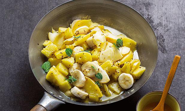 Salada de frutas salteadas