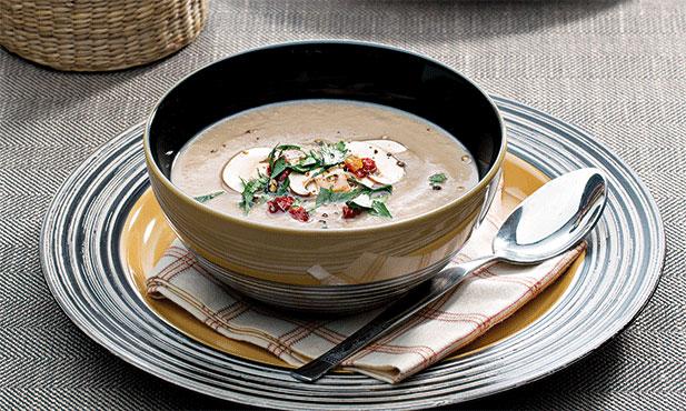 Sopa de castanhas e cogumelos