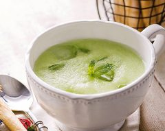 Sopa fria de meloa com hortelã
