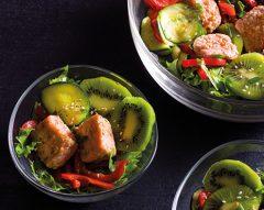 Salada morna de salmão e kiwi