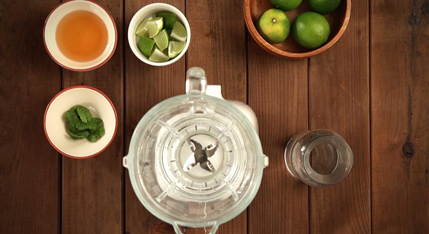 Como fazer limonada de lima e hortelã