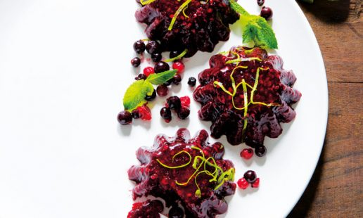 Gelatina de frutos silvestres com hortelã