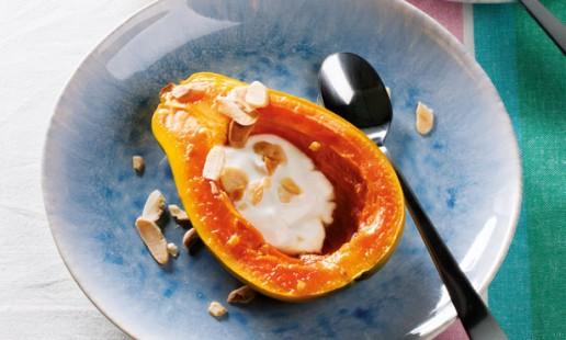 Papaia assada com iogurte grego