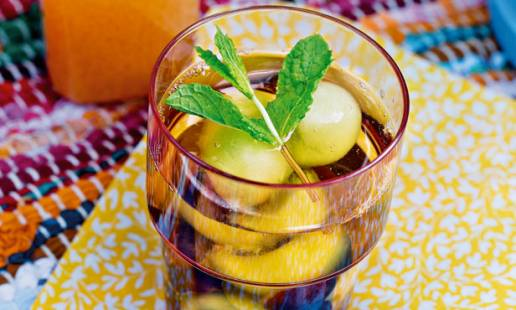Chá frio com meloa e uva