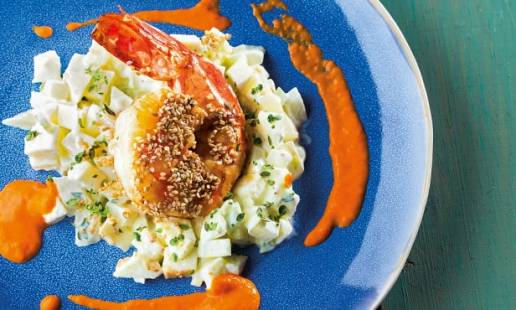 Camarão tigre com salada de maçã e aipo