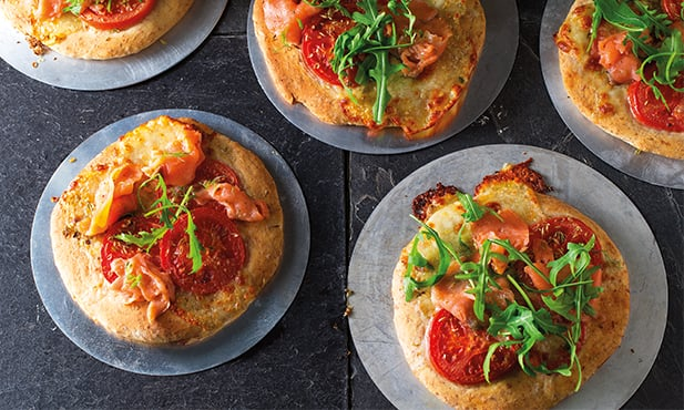 Mini-pizzas de salmão