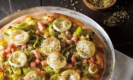2ª feira: pizza de fiambre, queijo chèvre e orégãos
