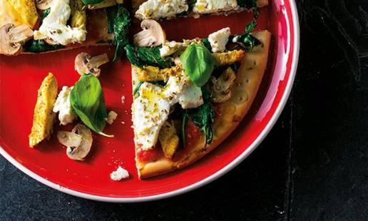Pizza de cogumelos e frango com requeijão