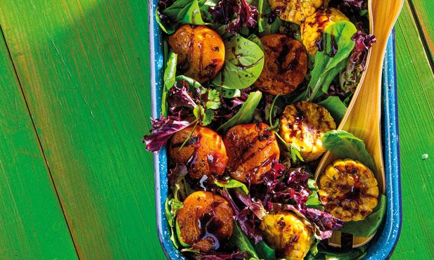 Salada alentejana com alperce e milho grelhado
