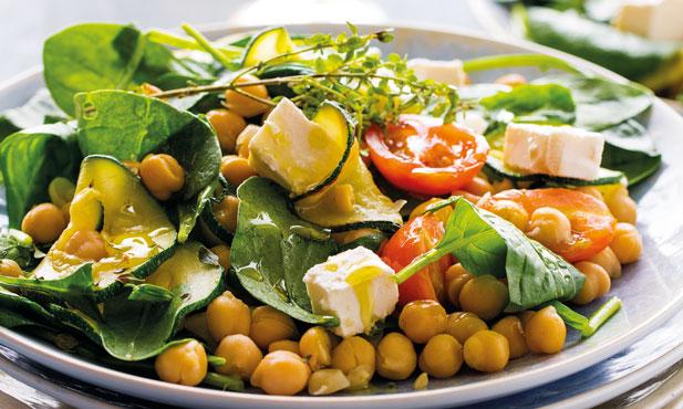 Salada de grão com legumes salteados