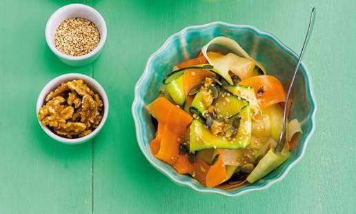 Tiras crocantes de rábano, cenoura e courgette
