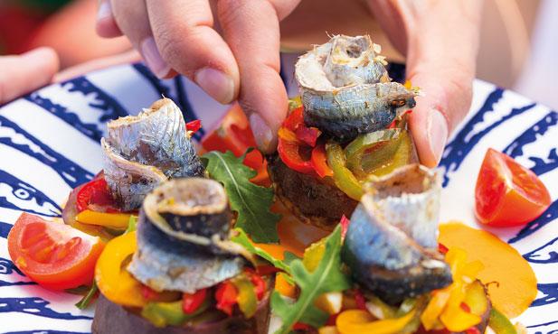 Rolos de sardinha com batata-doce