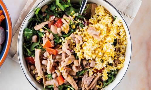 Salada de feijão-frade com atum