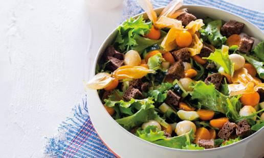 Salada de physalis com pão de malte