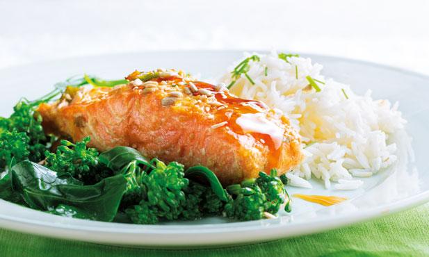 Salmão marinado com arroz