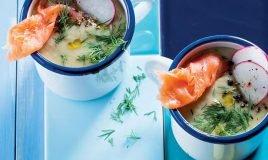 Sopa de abacate, lima, meloa e salmão fumado