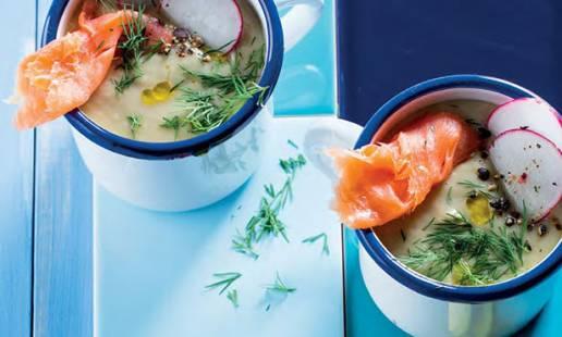 Sopa de abacate, lima, meloa e salmão
