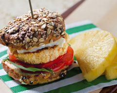 Hambúrguer de aves no pão