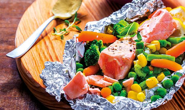 Lombo de salmão com legumes e batata-doce