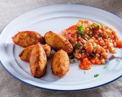 Pastéis de bacalhau com arroz malandrinho