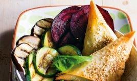 Chamuças de frango com legumes grelhados