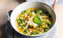 Sopa de legumes com massinhas