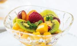 Salada de fruta com molho de hortelã