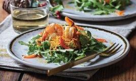 Camarão salteado em ninho de batata-doce