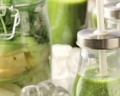 Sumo verde com maçã e espinafres