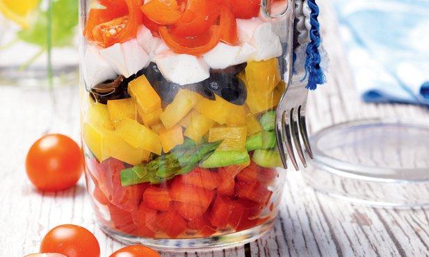 Salada de tomate, pimentos e espargos