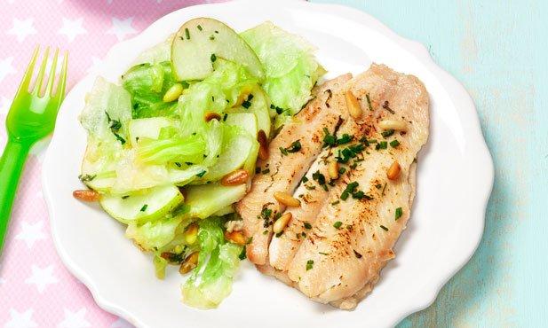 Filetes de solha com salada