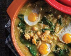 Sopa juliana com ovos