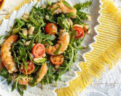 Salada de camarão com rúcula