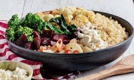 Legumes assados com quinoa e queijo