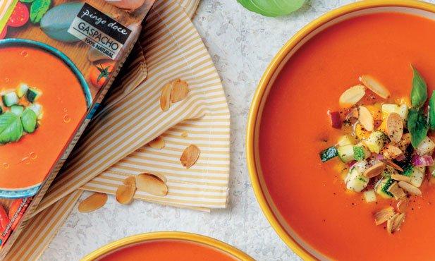 Gaspacho com salsa de manga