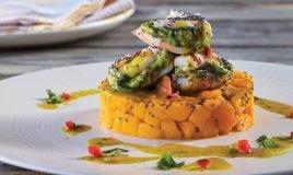 Camarão com mousse de abacate e manga