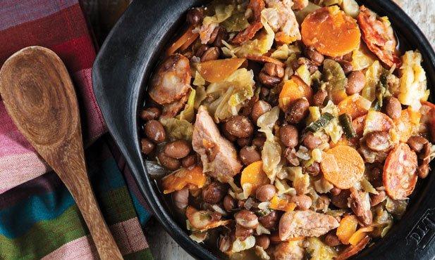 Feijoada à portuguesa com legumes