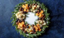Coroa de queijo e azeitonas