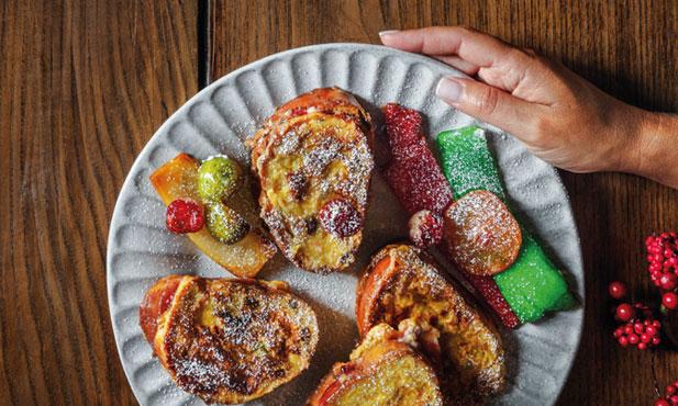 Rabanadas de bolo-rei com compota de morango