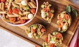 Salada de massa integral com abacate