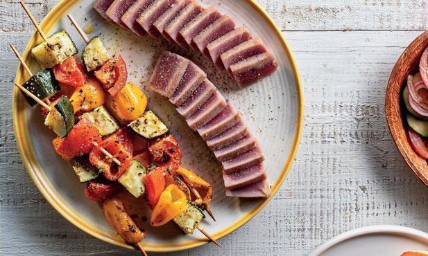 Espetadas de legumes com atum