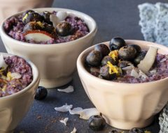 Quinoa doce com mirtilos