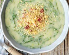 Caldo-verde com chouriço e crumble de broa
