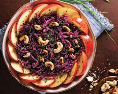 Salada de couve-roxa e caju